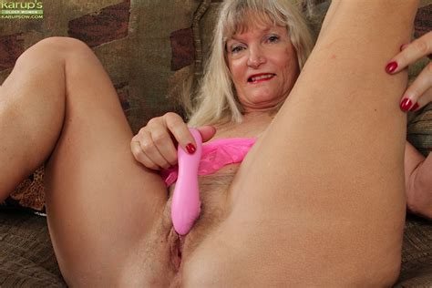 Mature Blonde Lisa Cognee Masturbates Her Hairy Pussy With