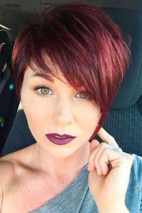 cheveux rouge court femmes  coiffure simple  facile