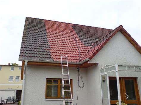 Wichtig Bei Der Dachbeschichtung Der Dachstuhl by Dachreinigung Dachw 228 Sche Dach Reinigen Dach Waschen