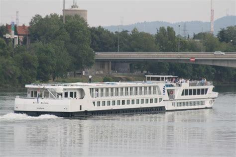 cruise ships fotos river royale avignon france jun