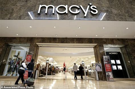 macy s garden state plaza macy s tops 4q expectations optimistic outlook daily