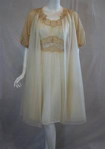 1950s 1960s Vanity Fair Ivory Peignoir Set 34 Medium