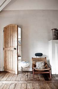Rustic and shabby chic house with lots of wood in decor for Home rustic decor