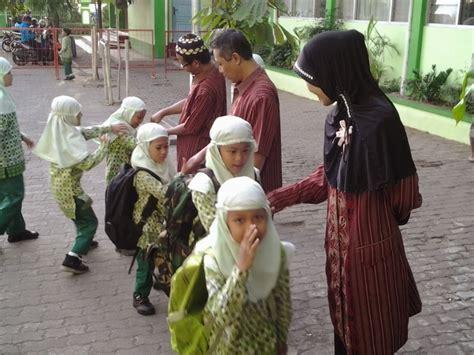 salaman pagi sd islam istiqomah