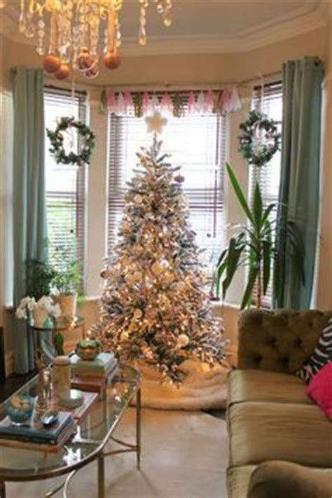 christmas window ideas for bay window 1000 images about bay windows on bay windows garlands and winter window