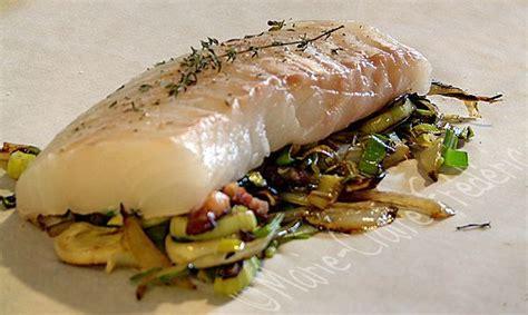 cuisiner du cabillaud au four papillote de cabillaud au lard et verdure de printemps