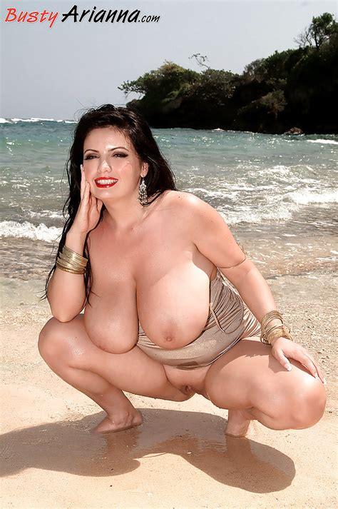 Beauteous Brunette Arianna Sinn Flashing Fat Boobs And