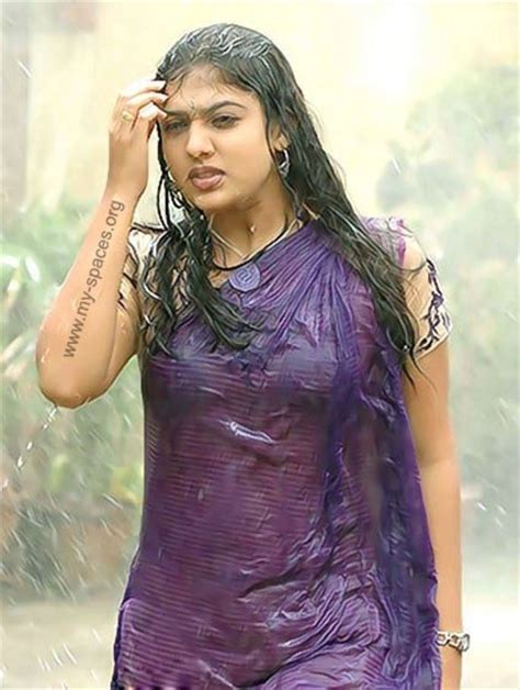 Tamil Movie Actress Hot Nayanthara Wet And Hot Photosgallery