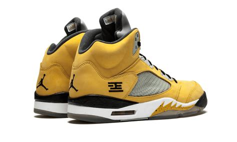 Air Jordan 4 Lightning Vs Air Jordan 5 Tokyo 23 Sneaker