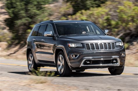 overland jeep cherokee 2014 jeep grand cherokee v8 overland front three quarters