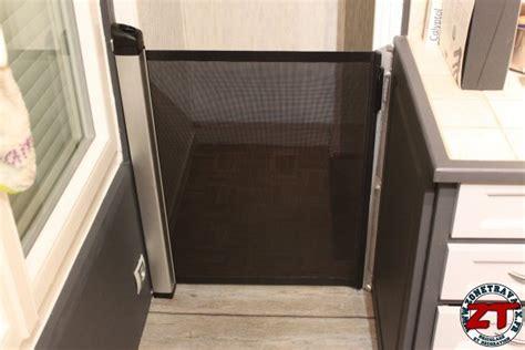 barriere d escalier pour bebe installer une barri 232 re de s 233 curit 233 pour b 233 b 233 et enfant