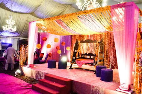 mehndi stage decoration  pics pakistani ideas
