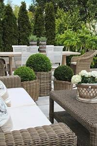 Terrasse Höher Als Garten : flechtk rbe moderne gestaltungsidee im garten als bert pfe hervorragender look ogr d ~ Markanthonyermac.com Haus und Dekorationen