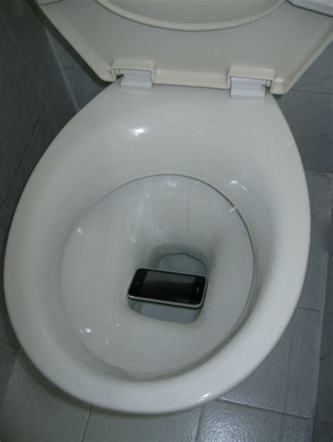 dropped my iphone in the toilet got lucky iphone almost flushed the toilet
