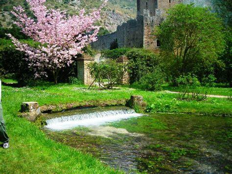 Il Giardino Di Ninfa  Baia D'oro