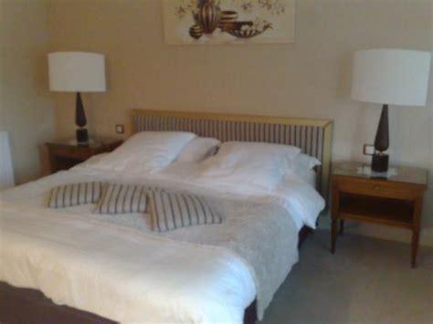 une chambre de reve vue de la salle des petits déjeuner picture of hostellerie la cheneaudiere relais chateaux