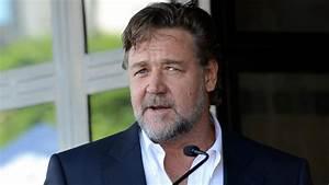 Russell Crowe Swears Off Flying Virgin Australia Airlines ...  Russell