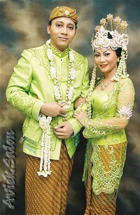 kaos putih motif gambar khas bali fiaafiaa 10 pakaian adat di indonesia
