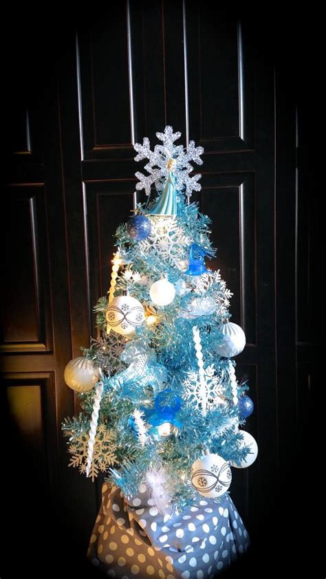 1000 images about disney s frozen themed christmas tree
