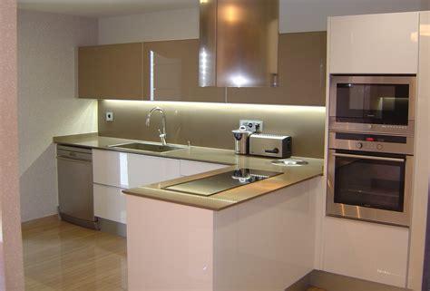 innovacion en diseno de cocinas blancas sobre cocinas
