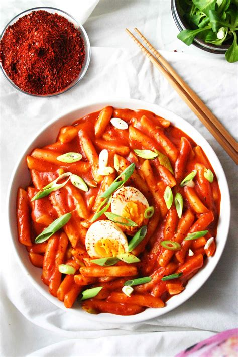 tteokbokki korean rice cakes  spicy sauce food