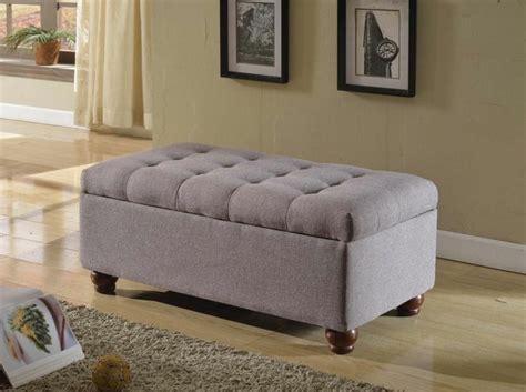 meuble de rangement chambre à coucher bout de lit coffre un meuble de rangement astucieux