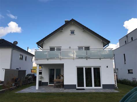 Moderne Häuser Balkon by Massivhaus Bauen Architektenhaus Immobilien Wiesbaden