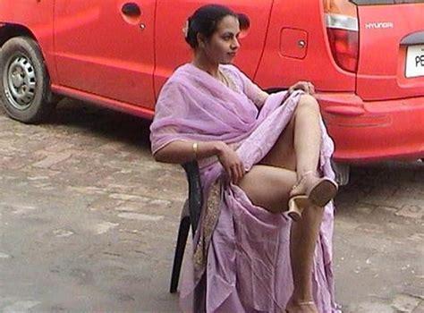 Aunty Lifting Saree Raviinloves Weblog