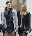 破除情變謠言 莎娃與男友倫敦十指緊扣 - 自由體育