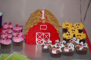 Animal Farm Barn Cake with Cupcakes