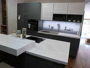 Küchenzeile Mit Kochinsel : nolte musterk che nolte k chenzeile quarzgrau hochglanz birke mit kochinsel und beleuchteter ~ Orissabook.com Haus und Dekorationen