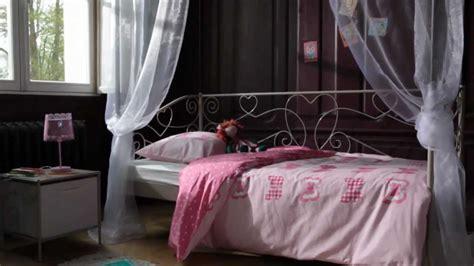 chambre de disconnection chambre enfant style charme banquette lit catalogue