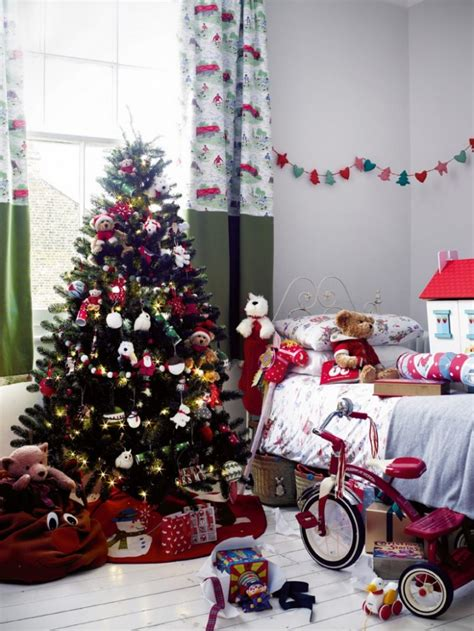 Celebrate Your Christmas With Christmas Bedroom Decor