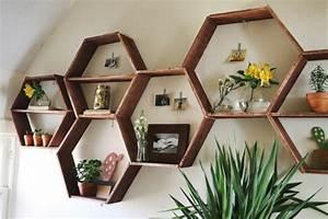 Wandregal Für Bücher : wandregal in wabenform eine coole diy idee f r ihr zuhause ~ Indierocktalk.com Haus und Dekorationen
