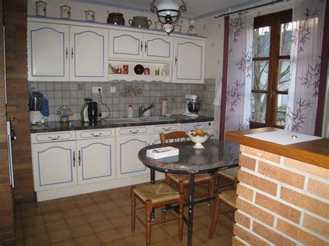 peinture bois cuisine modele de cuisine en bois repeindre mzaol com