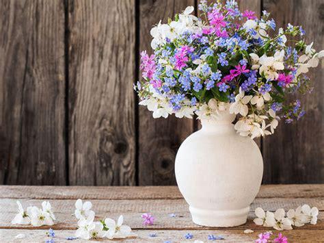 composizioni in vaso composizioni con i fiori recisi donna moderna