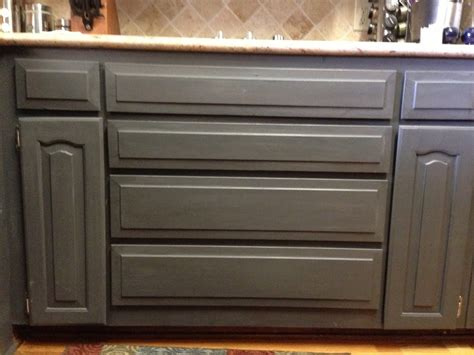 How To Chalk Paint Cabinets by Using Chalk Paint To Refinish Kitchen Cabinets Wilker Do S
