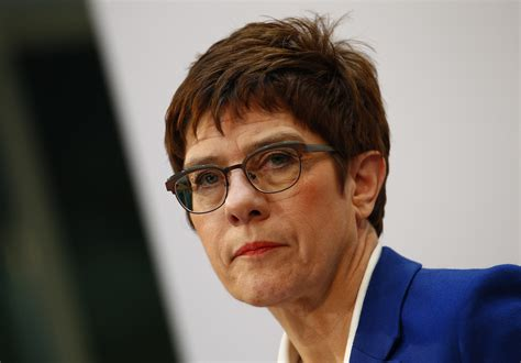 Doch merkel blieb herrin des verfahrens. Angela Merkel's party defeated in Hamburg state election ...