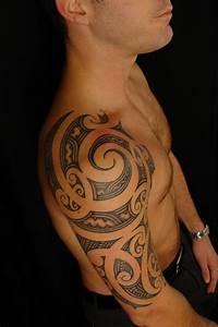 Tatouage Femme Epaule Discret : tatouage polynesien epaule homme ~ Melissatoandfro.com Idées de Décoration
