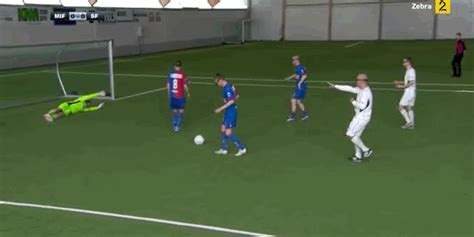 Watch Things Get Silly When Soccer Players Don Vr Headsets For A Game