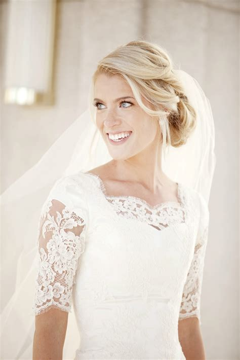 Modest Lace Wedding Dresses with Sleeves