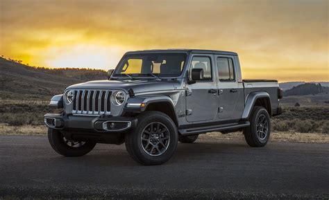 jeep gladiator pickup jt  wrangler based mid size truck