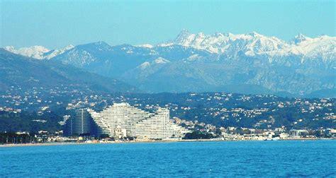 c et a villeneuve loubet file villeneuve loubet marina baie des anges entre mer et montagne jpg wikimedia commons