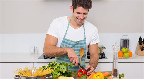 cuisine pour homme 10 gestes pour réconforter sa femme pendant les règles