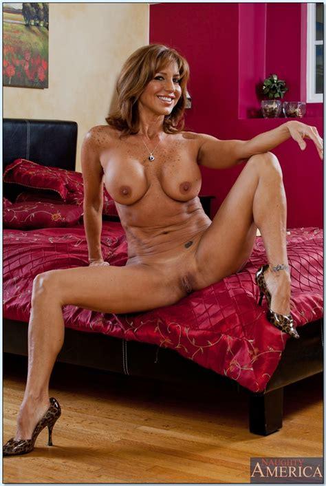 Milf Wife With Big Juggs Tara Holiday Spreading Her Legs