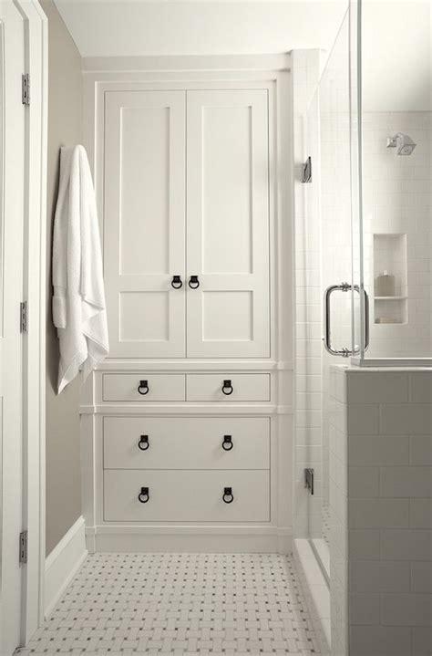 Bathroom Linen Closet Ideas by Best 25 Bathroom Built Ins Ideas On Basket