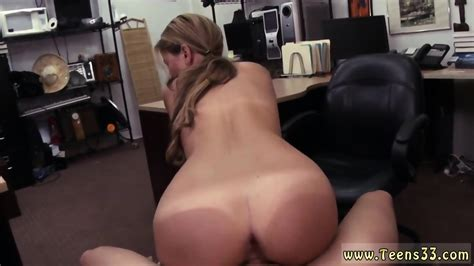 Amateur Pussy Licking A Tip For The Waitress EPORNER