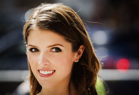 anna kendrick   threw  diamond earrings