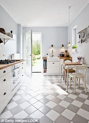 choose  perfect shade  pale   walls