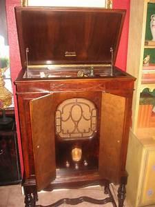 Brunswick Panatrope Radio Phonograph Was The First Multi